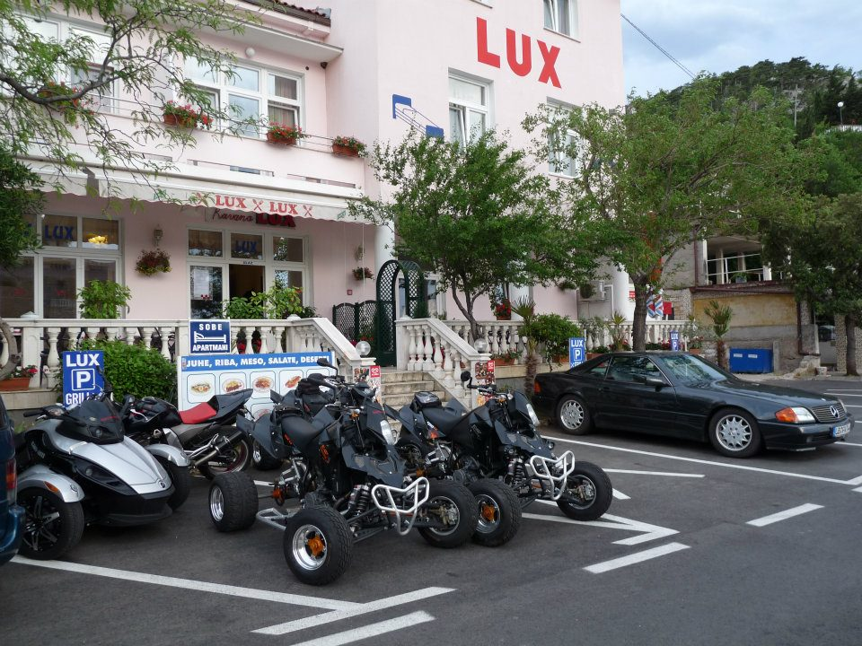 02 lux parking